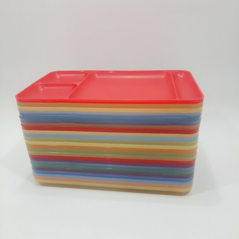 Tupperware #1535 Divided Trays Lot of 24 Picnic Cafeteria Dinner Lunch Pastel