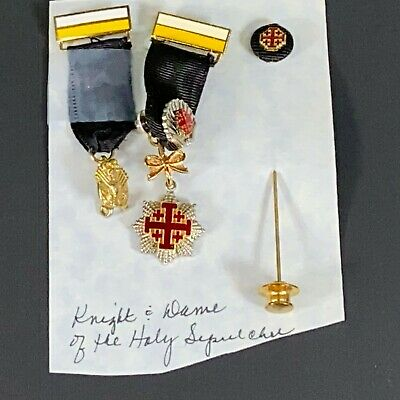 Lot of 3 medals/pin -EQUESTRIAN ORDER OF THE HOLY SEPULCHRE OF JERUSALEM (Equestrian Order Of The Holy Sepulchre Of Jerusalem)