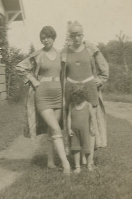 ANTIQUE VINTAGE ARTISTIC AMERICAN BATHING BEAUTIES BRISTOL CT OLD FASHION PHOTO