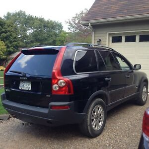 2005 Volvo XC90 top of the line!