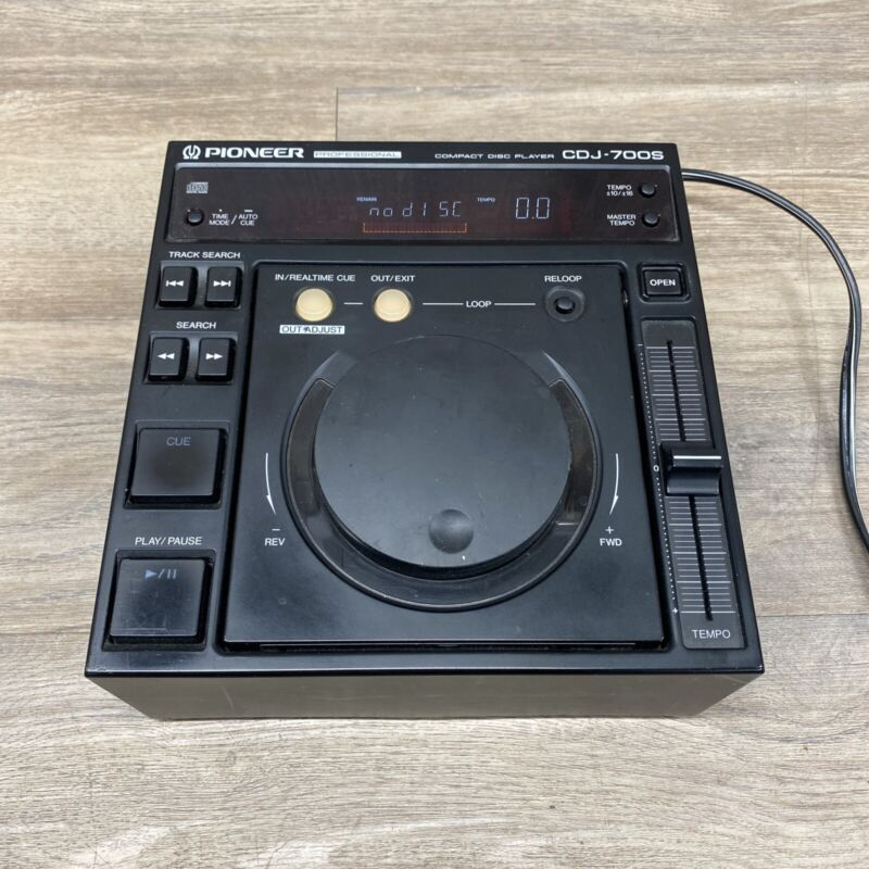 Professional Pioneer CDJ-700S Compact Disc Player