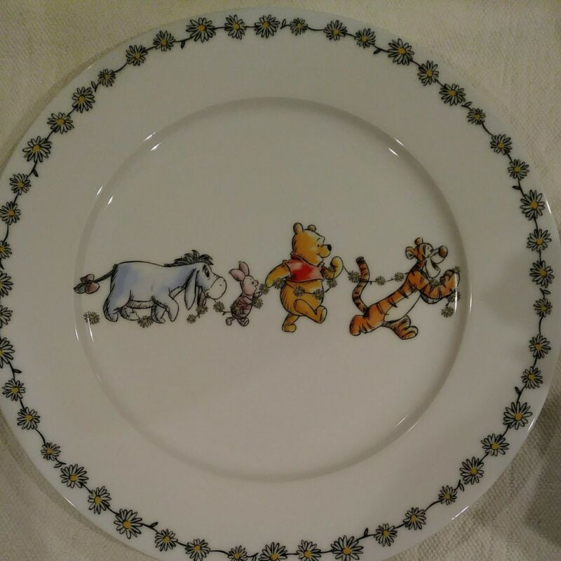 DISNEY Winnie the Pooh Daisy Chain Dinner Plate 10.5 in.  New