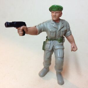 "1986 "" K-9 Kid "" GUTS! SOLDIERS GREEN BERETS by Mattel"