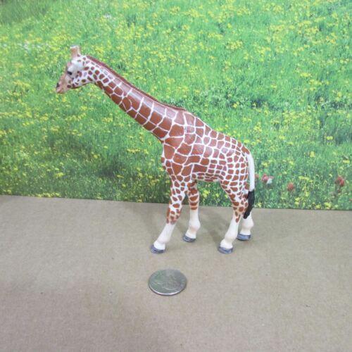 Schleich Giraffe Female Retired 14320