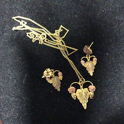 VINTAGE 14K TRI-COLOR GOLD LEAVES EARRINGS AND NECKLACE SET