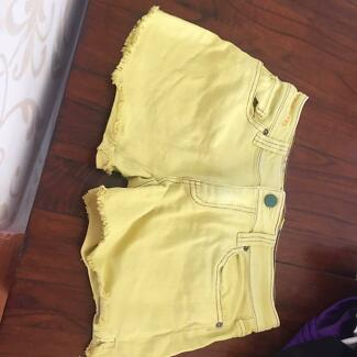Women's Size Small Yellow Billabong Shorts Coorparoo Brisbane South East Preview