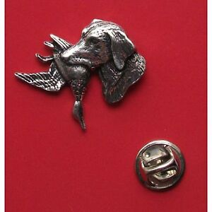 English Pewter Labrador with Duck in mouth. Pin Badge Tie Pin/Lapel Badge (A25)