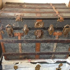 Vintage chest / steamer trunk