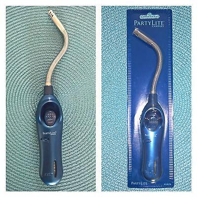 PartyLite Feuerzeug / Stabfeuerzeug / Gasfeuerzeug - biegbar - silber/blau NEU
