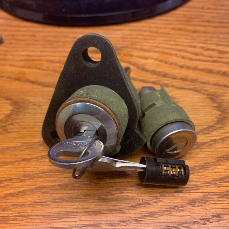 Ford Taurus mid 90s OEM NOS trunk and glove box lock set
