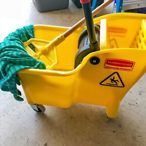 New Rubbermaid Mop bucket and mop
