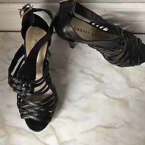 Women's shoes size 6/6.5