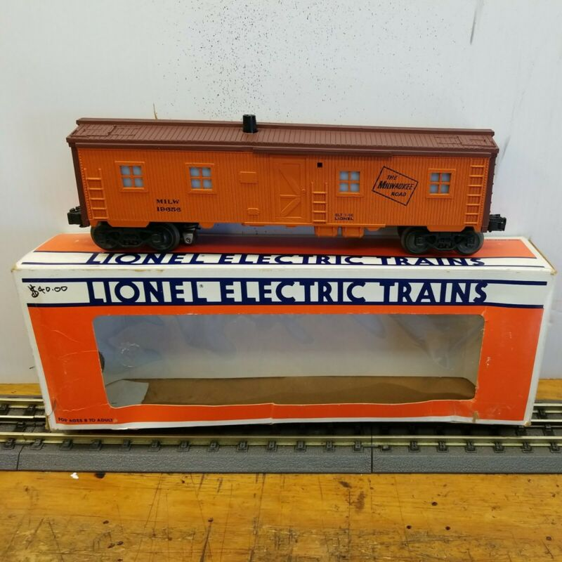 Lionel Milwaukee road bunk car with operating smoke stack 6-19656  NOS.
