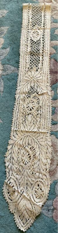 Antique Rare Fine Lace lappet headdress or collar East Midlands bedfordshire
