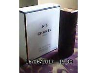 CHANEL essential N°5 'purse jewels'black lacquer trimmed with gold - eau de toilette - 1 full refil