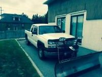 2005 GMC Sierra 2500HD Pickup Truck/Plow