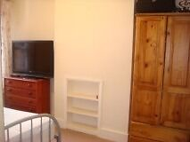 Great Double Room in Fabulous Cottage in East London