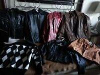manteaux de cuir et chandail
