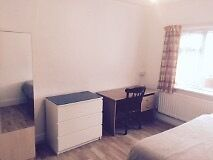 Large Double Room Own use of kitchen £500/m all bills + 200MB Wifi Included