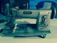 PFAFF INDUSTRIAL SEWING MACHINE WITH TABLE