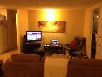 ATTN:STUDENTS  3 bdr apt close to Queens and Downtown