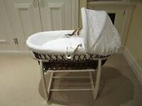 Moses basket Izziwotnot with rocking stand