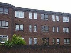 1 Bedroom Top Floor Flat with modern kitchen and bathroom.