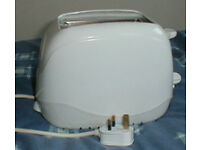 Toaster and kettle, both in very good condition.