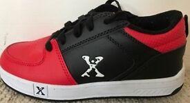 Boys Heelys (Sidewalk Sport) Size 5 hardly worn like brand new
