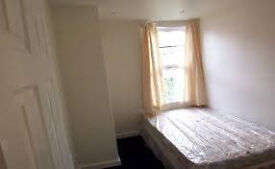 Large Single Bedroom offered in great area for transport links, all bills included