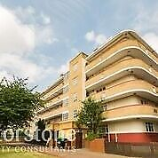Stunning three/four bedroom flat with large kitchen/diner