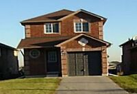 BARRIE - MAPLEVIEW / YONGE AREA - 3 BEDROOM HOME FOR LEASE
