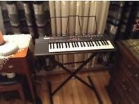 Yamaha Keyboard PSR-3 comes with wire, note stand and stand