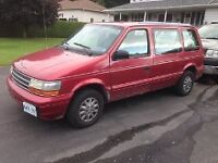1995 Plymouth Voyager SE Minivan, Van