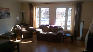 INCLUSIVE 4 Bedroom STUDENT RENTAL 100 m from St. Lawrence