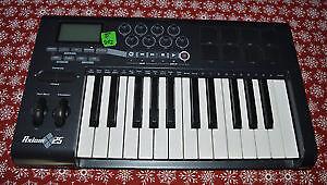 Axiom 25 keyboard