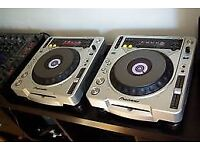 pair of cdj 800 mk2 and behringer 4 channel mix djx750
