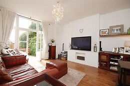 Call Brinkley's today to see this spacious and light, two double bedroom, garden flat. BRN1224599