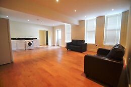 Call Brinkley's today to view this one bedroom, split-level flat, off Arthur Road. BRN1304932