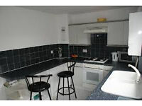 Springboig 2 Bedroom House with Garden and Private Parking