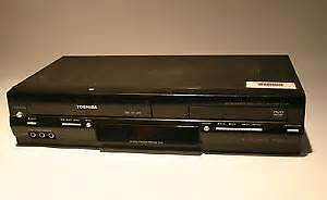 VHS / DVD COMBO BY TOSHIBA AS NEW ALL BLACK ORIGINAL REMOTE
