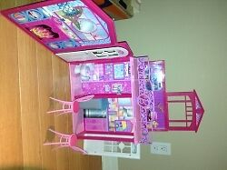 Collapsible Barbie house for sale London Ontario image 5