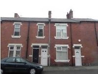 Newly refurbished, 2 bed first floor flat for rent £400 pm