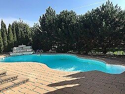 Huge Luxury home with IG Pool and Hot Tub, fully maintained!!