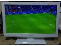 "22"" TOSHIBA WHITE LED TV BUILTIN DVD & FREEVIEW HD USB GREAT CONDITION AND WORKING ORDER CAN DELIVER"