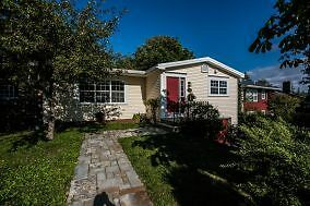 35 Smithville Cres – 3 Bdrm Home in Sought After Neighborhood