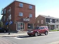CHAMBLY LOCAL COMMERCIAL / BUREAUX -IMPECCABLE - MULTIPLES POSS.