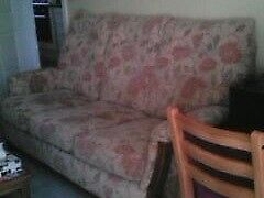 SETTEE, 3 SEATER, VGC. * FREE FOR COLLECTION*. WOOD TRIM. SIZE DETAILS BELOW