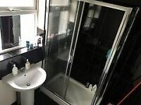 BOX-SINGLE bedroom in Walthamstow, E17 3HU(Close to WOOD STREET STATION)..AVAILABLE £425pcm !