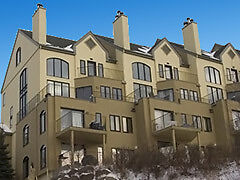 Luxurious Mont-Tremblant hill side condo for rent